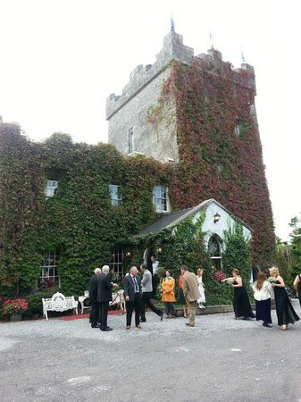 Claregalway, Ierland: The Castle Exterior