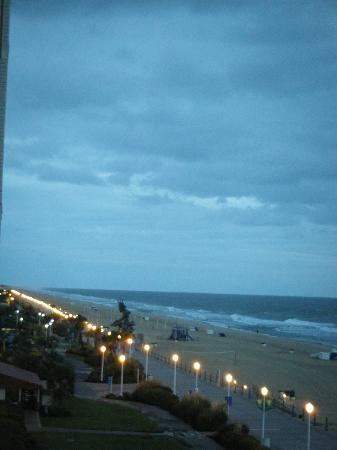 BEST WESTERN PLUS Oceanfront Virginia Beach: centrally located, on boardwalk..view from balcony