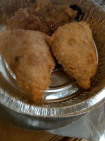 Blue Moose Restaurant & Cafe : Yummy beef, lentil Samosas with apple chutney (to GO!)