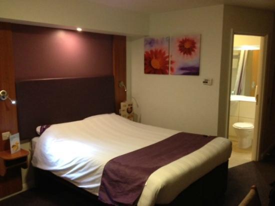 Premier Inn Solihull (Hockley Heath, M42) Hotel: Room refurbished to high standard
