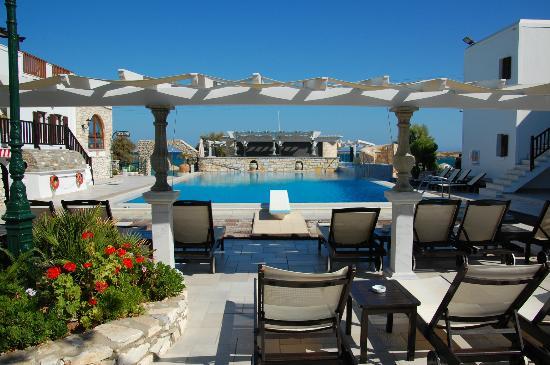 Contaratos Beach Hotel: pool view