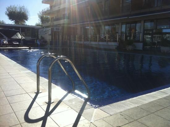 Port Salins Hotel: depuis la piscine