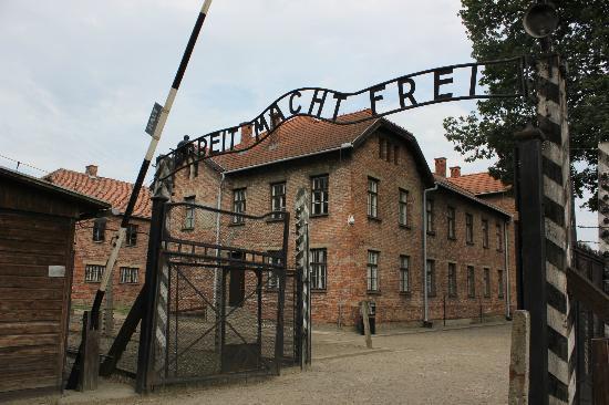 """""""Arbeit Macht Frei"""" gate - Picture of Auschwitz-Birkenau ..."""