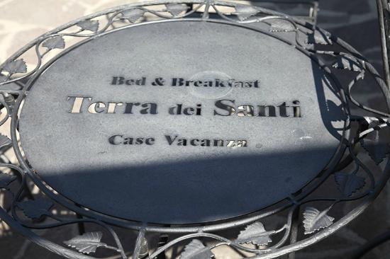 Terra Dei Santi Country House: Tavolini in ferro personalizzati