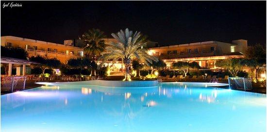 Alex Beach Hotel: Pool + main building