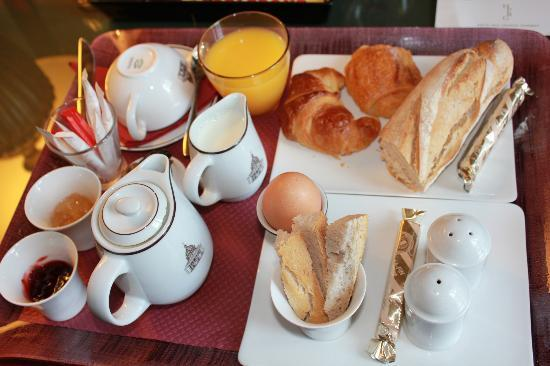 Hotel des Grands Hommes: room service breakfast