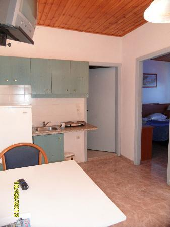 Elounda Water Park Residence: kitchenette in room 9
