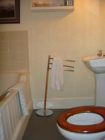 Middle Ruddings Country Inn: unheated, no shower, towel rail kept falling over