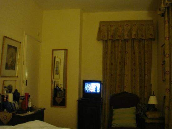 Middle Ruddings Country Inn: room 2 with microscopic TV