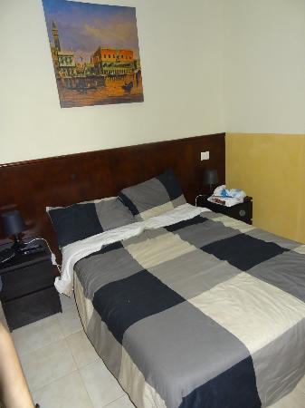 Romangelo Hostel: chambre avec salle de bain individuelle