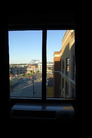Hampton Inn & Suites Nashville - Downtown: sixth floor looking east