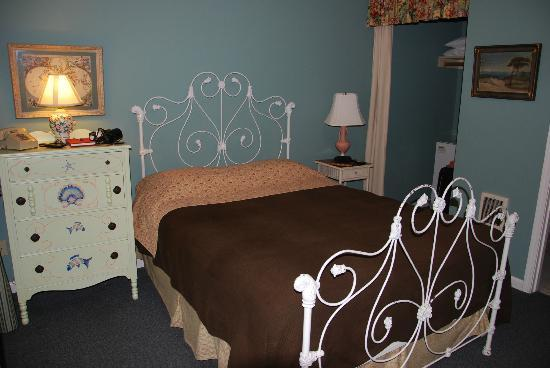Sandy Cove Inn: Bedroom area