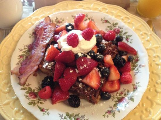 Pine Bush House Bed & Breakfast: second morning breakfast (french toast w fresh fruit and bacon)