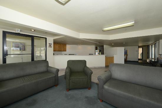 Rodeway Inn & Suites : Reception Desk