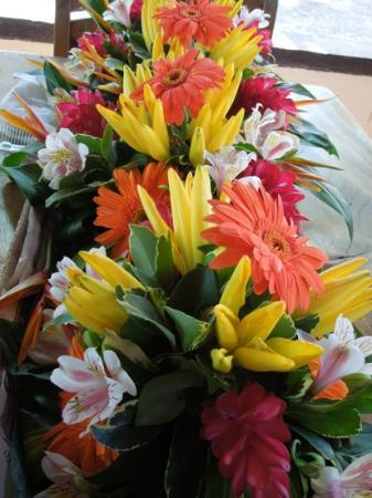 Encantada Ocean Cottages : Flowers provided for wedding