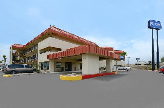 Rodeway Inn & Suites : Exterior