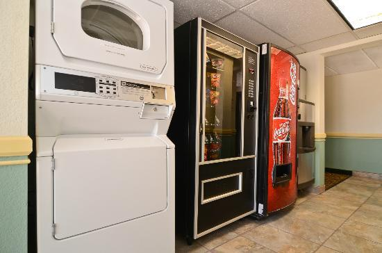 Quality Inn Wickenburg: Laundry and Vending
