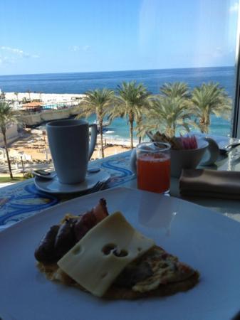 Movenpick Hotel Beirut: petit dejeuner tres sympa