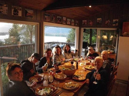 The Fraser River's Edge Bed & Breakfast Lodge: Cheers to great hosts!