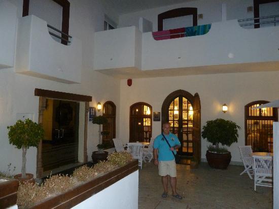 Santuario San Jose: Entrada al Hotel