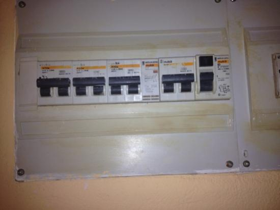 hotel fuse box on wiring diagram uncovered dirty fuse box picture of elba lucia sport suite hotel automotive fuse box elba