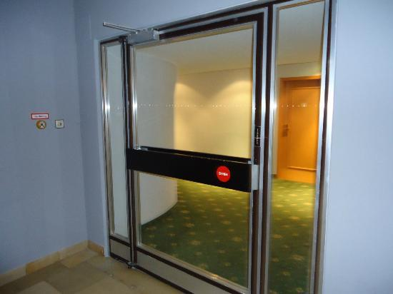 Hotel Stachus: Floor entrance