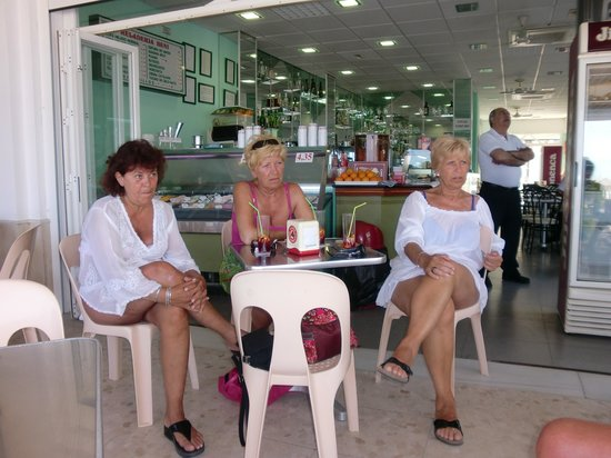 Heladeria Beni: Lekker aan de koffie en verse jus