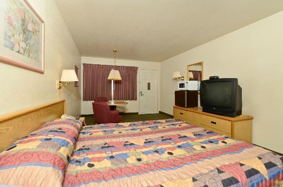Rodeway Inn & Suites : King Room