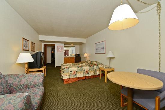 Rodeway Inn & Suites: King Room