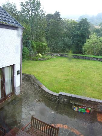 Glen Rowan Guest House: the back garden