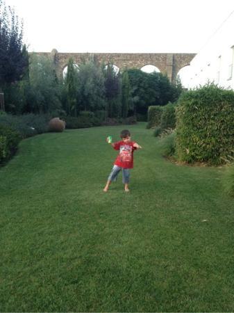 M'Ar De Ar Aqueduto: jardim com vista para aqueduto.
