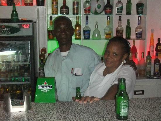 Club Whispers Restaurant & Bar: Friendly bar staff