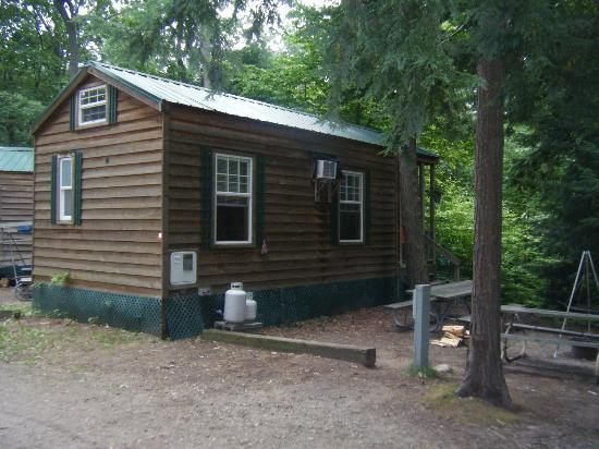 Stony Haven Campground: Side view of our cabin