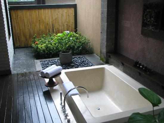 The Chedi Club Tanah Gajah, Ubud, Bali – a GHM hotel: bathroom
