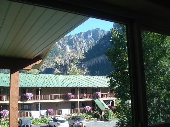 River's Edge Motel: Mountain view