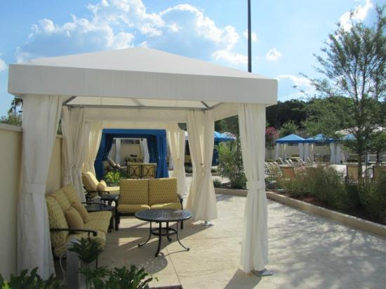 Eilan Hotel & Spa, Autograph Collection: Cabana at pool
