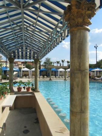 Eilan Hotel & Spa, Autograph Collection: Pretty pool, but shared with apartment residents