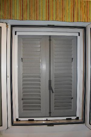 finestra chiusa foto di sibari green village cassano