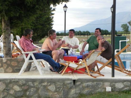 Winds Hill Home Resort Apart Hotel: Descanso con amigos