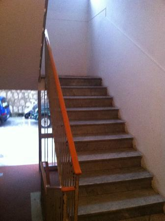Bed and Breakfast Degli Aranci: the stairs to the second floor