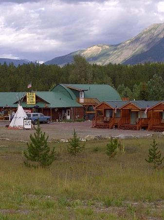 Glacier General Store and Cabins: Cabins with a view.