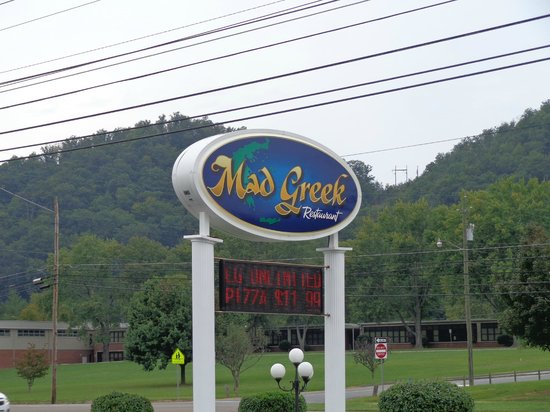 Mad Greek Restaurant: Mountain Views