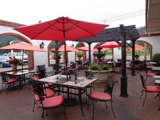 Mad Greek Restaurant Quaint Outdoor Area