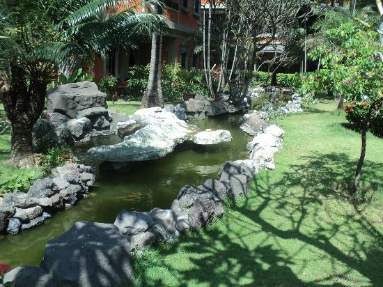 Adi Dharma Hotel: pond near our room