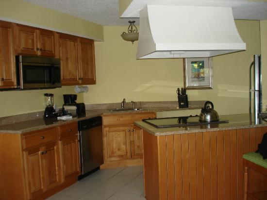 Atrium Beach Resort and Spa: Kitchen