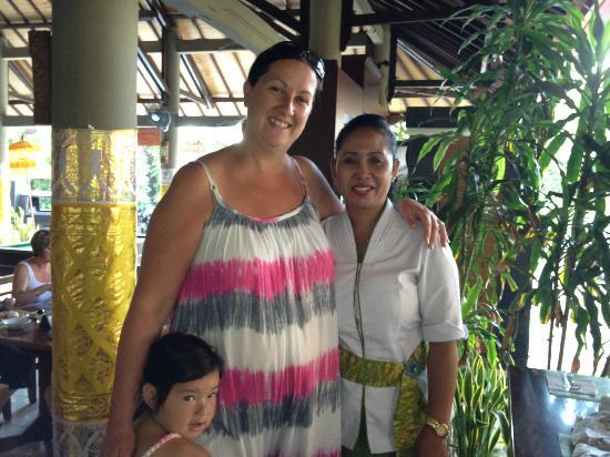 Adi Dharma Hotel: beautiful staff at restaurant