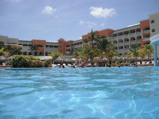 Iberostar Rose Hall Suites : Une photo de la piscine
