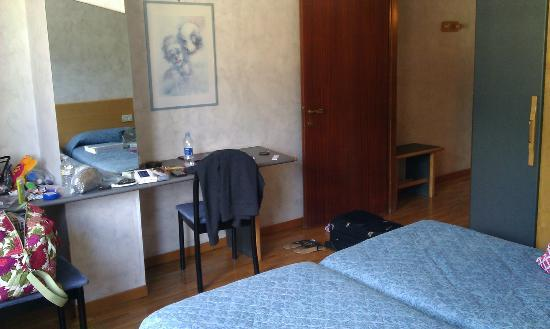 Hotel Turin : Other side of our room (sorry about the mess!)