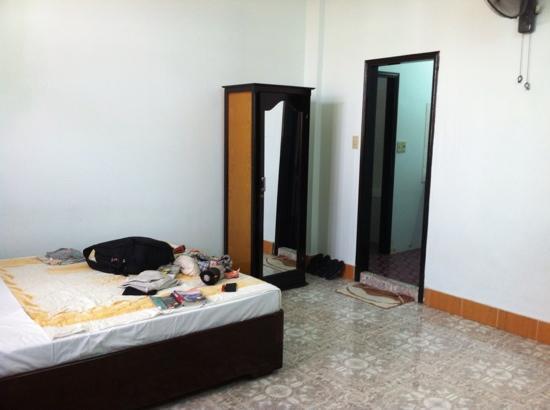 Nhat Le Hotel: dormitorio