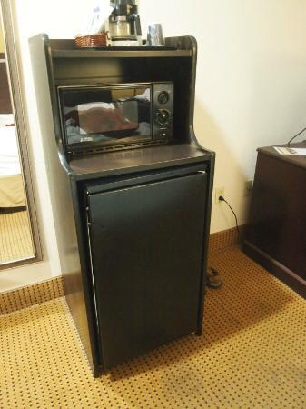 Holiday Inn Express Hotel & Suites: Coffee Maker/Microwave/Refrigerator
